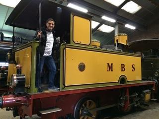 David bij een oude locomotief